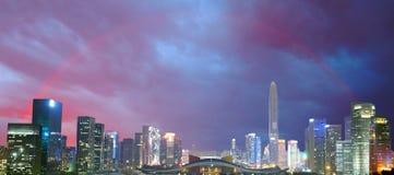 Ciudad y arco iris, Shenzhen, China Foto de archivo libre de regalías