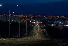 Ciudad y camino de la noche Imagen de archivo