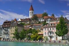 Ciudad y castillo, Suiza de Thun Imagen de archivo