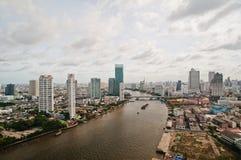 Ciudad y Chao Praya River de Bangkok fotos de archivo libres de regalías