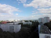 Ciudad y cielo Fotografía de archivo libre de regalías