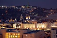Ciudad y el monte de los Olivos viejos de Jerusalén en la noche Fotos de archivo