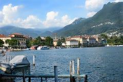 Ciudad y línea de la playa de Lugano del lago Imágenes de archivo libres de regalías