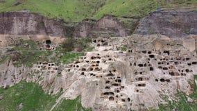 Ciudad y monasterio Vardzia de la cueva almacen de metraje de vídeo