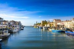 Ciudad y puerto de Grau du Roi durante un día soleado en Francia Imágenes de archivo libres de regalías