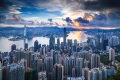Ciudad y puerto en la madrugada - Hong Kong Imagen de archivo