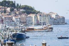 Ciudad y puerto viejos en Rovinj Foto de archivo libre de regalías
