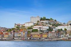 Ciudad y río el Duero de Oporto Imágenes de archivo libres de regalías
