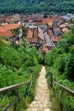 Ciudadela de la ciudad de Brasov vista después de las paredes en la ciudad vieja de Brasov Foto de archivo libre de regalías