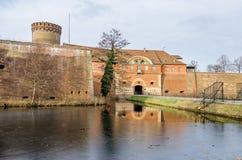 Ciudadela de Spandau con su torre de Julio, la casa de la puerta y un bri del drenaje Imagen de archivo libre de regalías