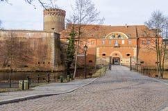 Ciudadela de Spandau con su torre de Julio, la casa de la puerta y un bri del drenaje Fotografía de archivo libre de regalías