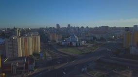 Ciudades de borde viejas de la avenida con vista panorámica metrajes