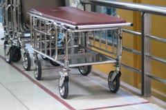 Civière mobile et réglable d'hôpital photos libres de droits
