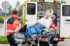 Civière patiente d'ambulance de demande de règlement de masque à oxygène Photographie stock