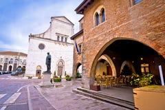 Cividale del Friuli fyrkant och kyrklig sikt royaltyfri bild