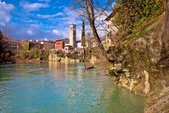 Cividale del Friuli sulle scogliere della vista del canyon del fiume di Natisone Fotografia Stock