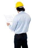 Civiel-ingenieur die bouwplan analyseren Stock Foto