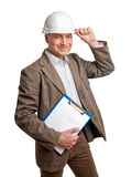 Civiel-ingenieur die een omslag in een witte helm houden Royalty-vrije Stock Foto