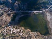 Civilisation med sjön fotografering för bildbyråer