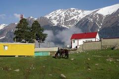 Civilizzazione nelle montagne Immagini Stock