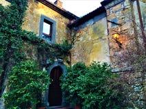 Civita di Bagnoregio, ciudad en la provincia de Viterbo, Italia Historia, tiempo, arquitectura, lámpara, iluminación, hiedra, esq imagen de archivo