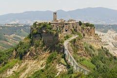 Civita di Bagnoregio: en härlig döstad i Lazio, Italien royaltyfria foton