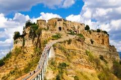 Civita Di Bagnoregio, manier aan de bergstad stock afbeelding