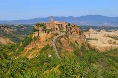 Civita di Bagnoregio stad i landskapet av Viterbo Royaltyfria Foton