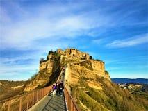 Civita di Bagnoregio, stad i landskapet av Viterbo, Italien Historia, tid, konst och landskap royaltyfri foto