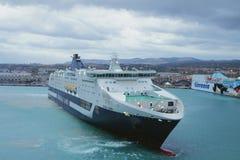 Civitavecchia, Италия - 5-ое октября 2018: паром Пассажир-и-перевозки в водном пространстве морского порта стоковое фото rf