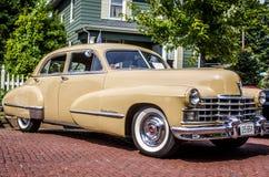 Clássico Cadillac bronzeado fotos de stock royalty free