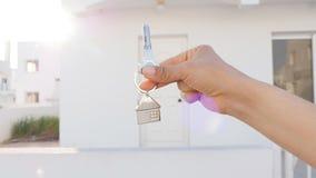 Clé à disposition avec les immobiliers banque de vidéos