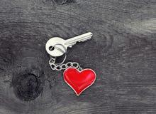 Clé avec le coeur Photographie stock libre de droits