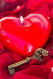 Clé avec le coeur comme symbole de l'amour Photographie stock