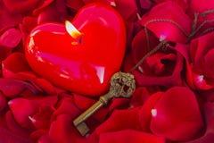 Clé avec le coeur comme symbole de l'amour Photos libres de droits