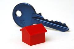Clé bleue et maison Image libre de droits