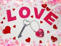 Clé d'amour de jour du ` s de valentine de carte de voeux au concept de coeur Photographie stock libre de droits
