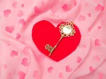 Clé d'amour de jour du ` s de valentine de carte de voeux au concept de coeur Image stock