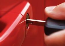 Clé dans la voiture rouge Photos stock