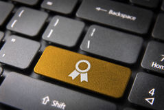 Clé de clavier de ruban d'or, fond d'affaires Images stock