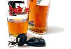 Clé de véhicule et de cognac. Photographie stock