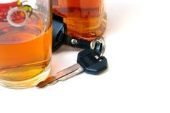 Clé de véhicule et de cognac. Photos stock