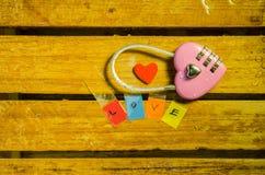 Clé machine et alphabet roses d'amour Photographie stock
