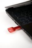 Clé rouge d'usb sur le clavier noir Photo stock