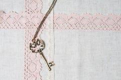 Clé, tissu de toile normal et lacet Images libres de droits