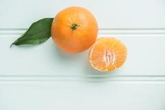 Clémentines douces naturelles sur la table rustique d'en haut Photographie stock