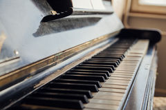Clés antiques de piano Photos stock
