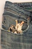 Clés dans des jeans Images libres de droits