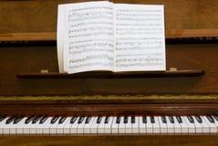 Clés de piano avec des notes Images libres de droits