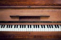 Clés de piano vue frontale étroite Photo stock